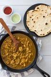 Feg curry och naan royaltyfri bild