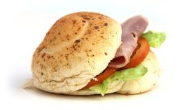 Feg hamburgare med tomaten och grönsallat Arkivfoto