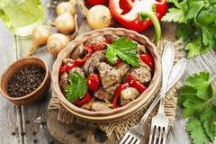 Feg lever med söt peppar och tomater fotografering för bildbyråer