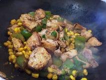 Feg matlagning i en stekpanna royaltyfri foto