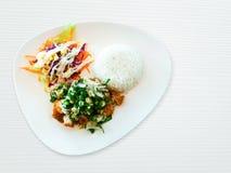 Feg soppa med sallad och ny sallad och som tjänar som med ris royaltyfria bilder