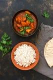 Feg Tikka masala med ris i bunken Indisk mat Bästa sikt, kopieringsutrymme royaltyfri bild