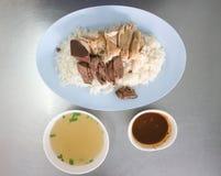 Fega ris eller ris som överträffas med höna Royaltyfri Bild