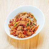 Fegato fritto della carne di maiale con l'alimento della porcellana del peperoncino rosso immagine stock libera da diritti