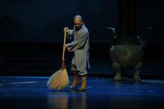 Fegen Sie den Boden eine kleine Mönch Jiangxi-Oper eine Laufgewichtswaage Lizenzfreie Stockbilder