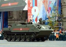 Feier des 72. Jahrestages der Victory Days WWII Das vielseitige zerstreute ` Rakus des gepanzerten MTW BTR-MDM stockbilder