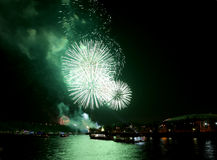Feier des 70. Jahrestages der Victory Days (WWII) Moskau, Russland Feuerwerke auf dem Damm des Moskva-Flusses Stockfotos