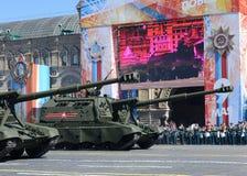 Feier des 72. Jahrestages der Victory Days WWII Russische schwere selbstfahrende 152 Millimeter Haubitze 2S19 ` Msta-S` M1990 ` Lizenzfreie Stockfotografie