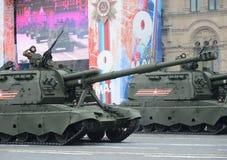 Feier des 72. Jahrestages der Victory Days WWII Russische schwere selbstfahrende 152 Millimeter Haubitze 2S19 ` Msta-S` M1990 ` Stockbilder
