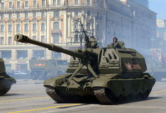 Feier des 70. Jahrestages Victory Days Russische schwere selbstfahrende 152 Millimeter-Haubitze 2S19 Msta-S Stockbild