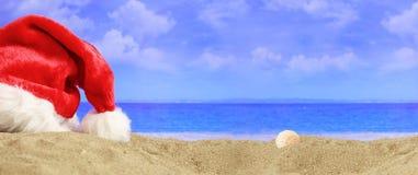 Feier des neuen Jahres auf einem sandigen Strand stockbilder