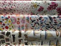 Feier26. dezember mit Sammlungs-Geschenkpackpapier mit 9 Vielzahl buntem von links nach rechts Stockbild