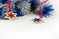 Feier-Konzept des Entwurfes des neuen Jahres auf weißem Hintergrund Lizenzfreies Stockfoto