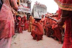 Feier Lathmar Holi bei Nandgaon Stockbild