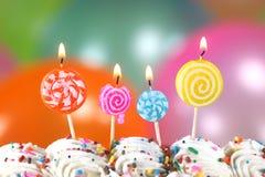 Feier mit Ballon-Kerzen und Kuchen Lizenzfreies Stockfoto