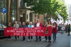 Feier von Maifeiertag in der Oporto-Mitte Allgemeines Bündnis von portugiesischen Arbeitskräften, verbunden mit der kommunistisch stockfotos