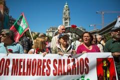 Feier von Maifeiertag in der Oporto-Mitte Allgemeines B?ndnis von portugiesischen Arbeitskr?ften, verbunden mit der kommunistisch lizenzfreies stockfoto