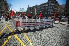 Feier von Maifeiertag in der Oporto-Mitte Allgemeines B?ndnis von portugiesischen Arbeitskr?ften, verbunden mit der kommunistisch stockbild