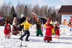 Feier von maslenitsa in den Vororten Stockfotografie