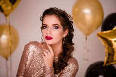 Feiern der Frau Feiertagsleute Schönes Mädchen mit perfektem M Stockbilder