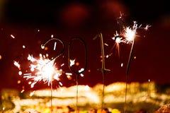 Feiern des neuen Jahres 2017 mit Aufflackern Stockfotografie
