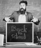 Feiern Sie Tag des Wissens Nie spät studieren Lehrer erfahrene neue Eingetragene der Erzieherwillkommen, zum der Studie anzufange lizenzfreie stockfotos