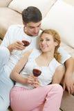 Feiernde Paare Lizenzfreie Stockfotografie