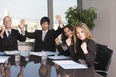 Feiernde Wirtschaftler Lizenzfreie Stockfotos