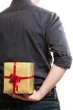 feiertag Der Überraschungs-Geschenkbox des Mannes versteckende Rückseite hinten Lizenzfreies Stockfoto