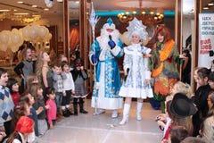 Feiertag des neuen Jahres für Kinder im Mall moskau 25 12 2009 lizenzfreies stockbild