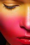 Feiertag Gesichtkunst. Saftige Erdbeereverfassung des Karnevals Stockfotografie