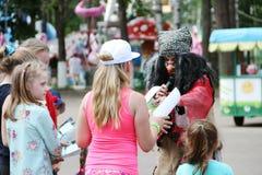 Feiertag Russlands Noginsk- 27. Juni für Kinder im Stadtpark stockbild