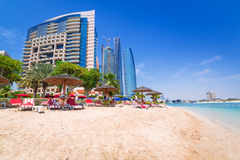 Feiertage auf dem Strand in Abu Dhabi Stockbilder