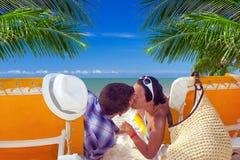 Feiertage auf dem Strand von karibischem Meer Stockbild