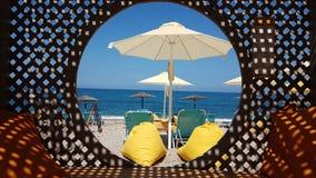 Feiertage durch das Meer setzen in Preveza Griechenland auf den Strand stockbild