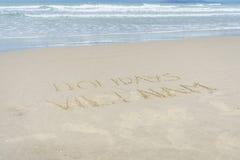 Feiertage Vietnam geschrieben in Sand Stockfoto
