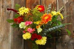 Feiertags-Blumenstrauß lizenzfreie stockbilder