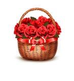 Feiertags-Hintergrund mit dem Korb voll von den roten Rosen Lizenzfreies Stockbild