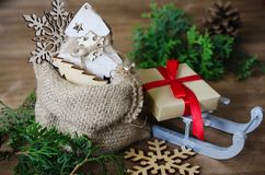 Feiertags-Hintergrund mit Weihnachtszusammensetzung Lizenzfreie Stockfotos