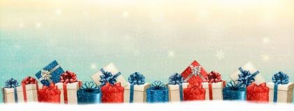 Feiertags-Weihnachtshintergrund mit einer Grenze von Geschenkboxen Stockbilder
