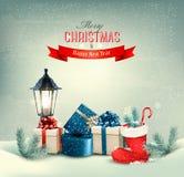 Feiertags-Weihnachtshintergrund mit Geschenkboxen und einem Stiefel Lizenzfreie Stockfotografie