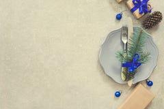 Feiertags-Weihnachtslebensmittel Hintergrund, Tischbesteck, Platte und Weihnachten Lizenzfreies Stockfoto