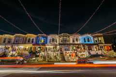 Feiertags-Weihnachtslichter auf Gebäude in Hampden, Baltimore Mary Lizenzfreies Stockbild