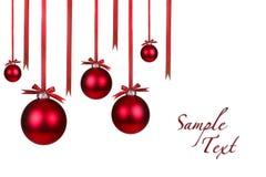 Feiertags-Weihnachtsverzierungen, die mit Bögen hängen Stockfotografie