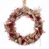 Feiertags-ZweigWreath mit Raffiabast Lizenzfreie Stockbilder