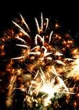 Feiertagsfeuerwerke im Himmel Lizenzfreie Stockbilder