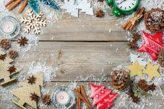 Feiertagshintergrund des Weihnachtsneuen Jahres mit festlicher Dekoration Lizenzfreies Stockbild