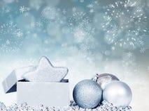 Feiertagshintergrund mit funkelnden Lichtern und Weihnachten-decoratio Lizenzfreies Stockfoto