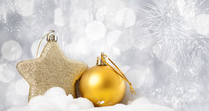 Feiertagshintergrund mit funkelnden Lichtern und Weihnachten-decoratio Stockfotografie
