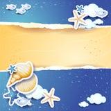 Feiertagshintergrund mit Meer und Sand Lizenzfreies Stockfoto